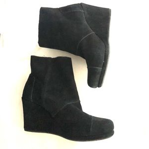 TOMS Desert Suede Wedge Boots - Black - Size 8
